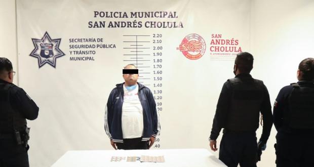 Detienen en Lomas de Angelópolis a presunto narcomenudista