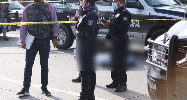 Muere adulto tras aventarse del puente peatonal de la Atlixcáyotl