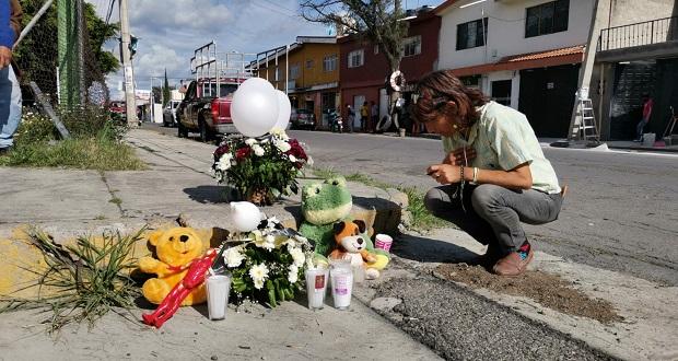 Ponen ofrenda por muerte de menores arrollados en Atlixco; un detenido