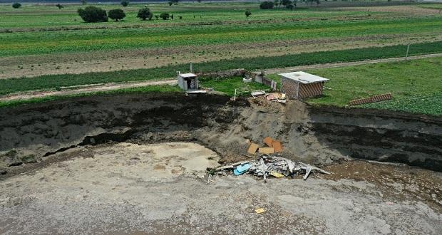 Tras 13 días, casa colapsa al interior del socavón en Zacatepec