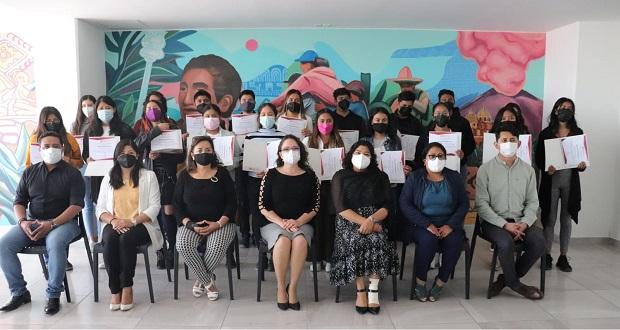 21 jóvenes reciben becas universitarias en San Andrés Cholula