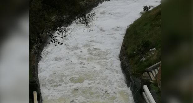 Como en 2019, espuma tóxica en Valsequillo por no tratar aguas, acusan