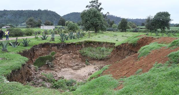 En Ahuazotepec, excavan pozo de 5 metros y crece a 15; ya investigan