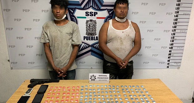 Estatales detienen a 2 presuntos narcomenudistas en Tres Cerritos