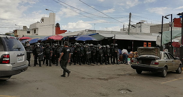 Hieren a reporteros en operativo en mercado Morelos; policías, omisos