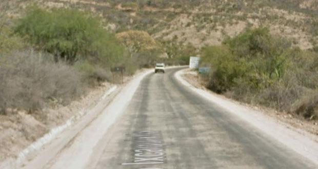 Piden intervenir carretera de Petlalcingo; lluvias formaron hoyo