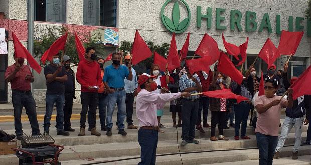 Síndico atiende a vecinos en Tehuacán que exigen agua potable