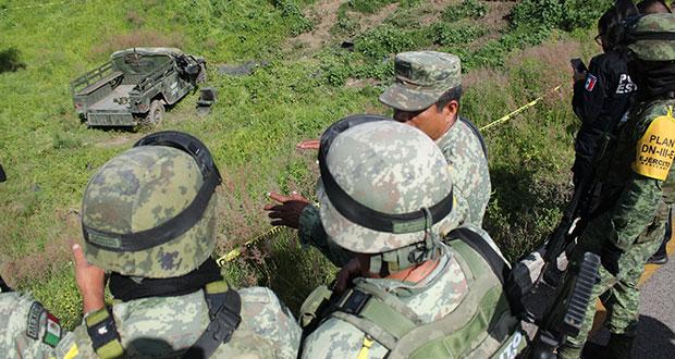 Vehículo militar vuelca en Huejotzingo; hay un muerto