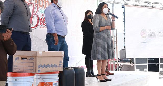 Comuna de San Andrés Cholula da kits sanitarios a escuelas