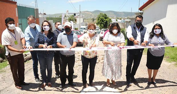 Entrega Karina Pérez ampliación de drenaje en Cacalotepec