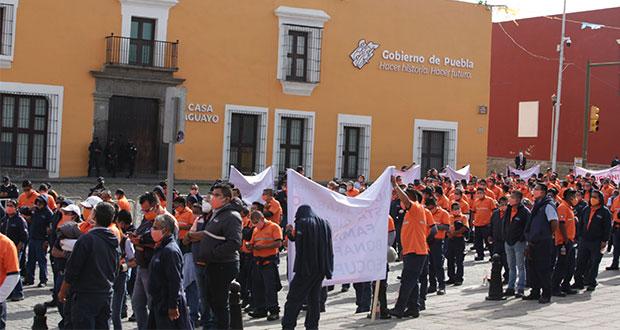 Exigen trabajadores de Bonafont en Puebla reabrir planta; gobierno mediará