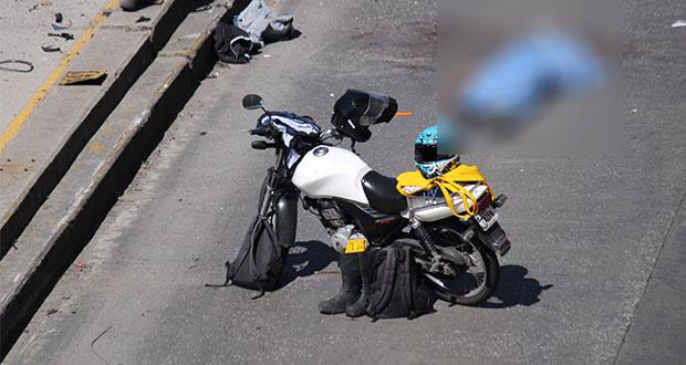 Motociclista muere tras derraparse en distribuidor Juárez-Serdán