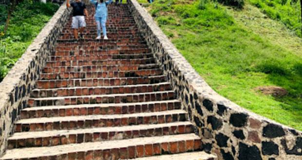 Por rehabilitación, cerca de protección en escalinata del Pocito