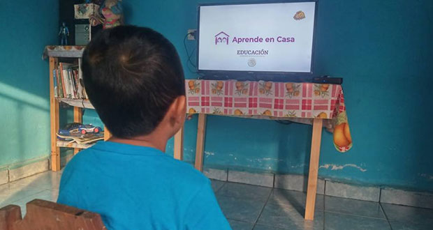 Algunos alumnos, en aislamiento; Aprende en Casa seguirá operando