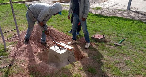 Ayuntamiento de Tecomatlán instala luminarias en Tezoquipan
