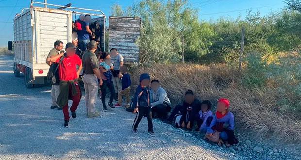 INM rescata a 103 migrante abandonados en un camión en NL