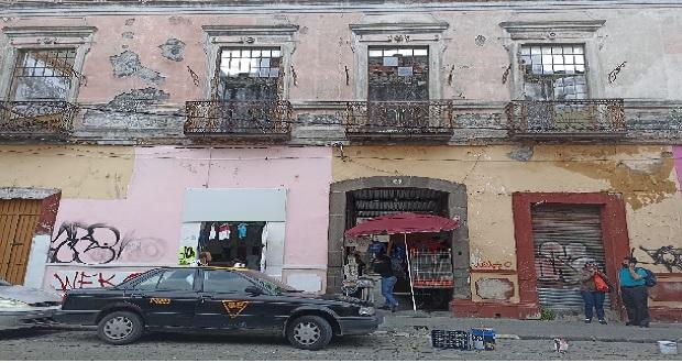 Vecindades del CH de Puebla aún con familias. Foto: Alexis Lira/Ángulo 7