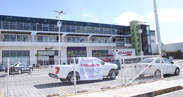 SAT embarga Plaza Lazcarro, en San Pedro Cholula