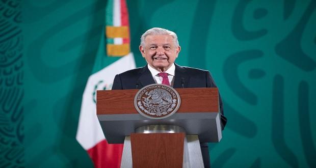 """AMLO critica que """"Sí por México"""" llame a no participar en revocación"""
