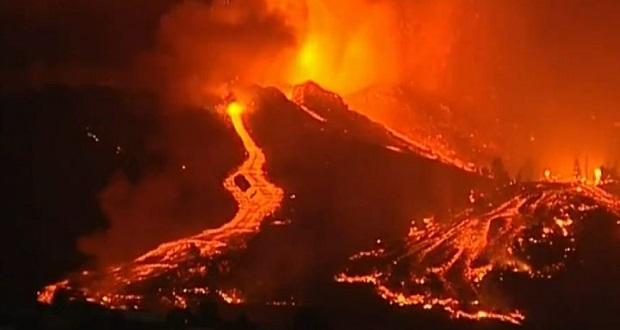 En Canarias, España, evacúa a miles por erupción volcánica