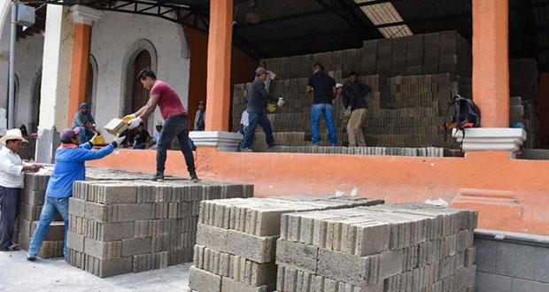 En Huitzilan, entregan apoyos a familias de la cabecera municipal