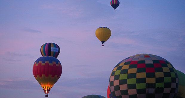 Globos aerostáticos llena el cielo de Atlixco durante festival