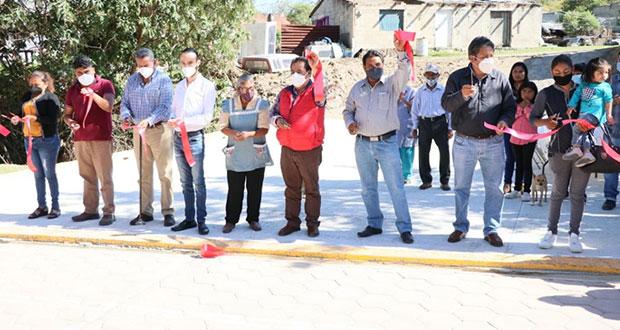 Reciben vecinos de localidad de Ocoyucan más de 15 obras